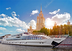 Riverboat tour along the Moscow river
