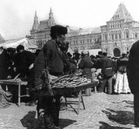 Market on Red Square, Moscow, 1910 source: www.oldmos.ru